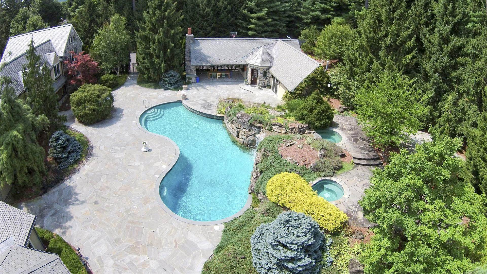 24. Single Family Home 為 出售 在 Celebrity Stunner - 5+ Acre Family Compound Saddle River, 新澤西州,07458 美國