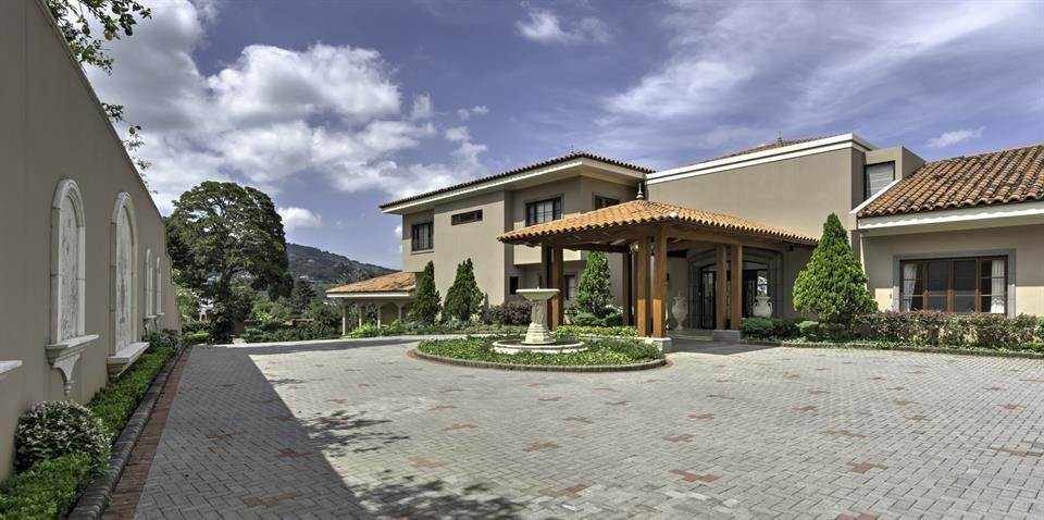 17. Single Family Home for Sale at Exquisite Escazu Residence Escazu, San Jose Escazu, San Jose,10201 Costa Rica