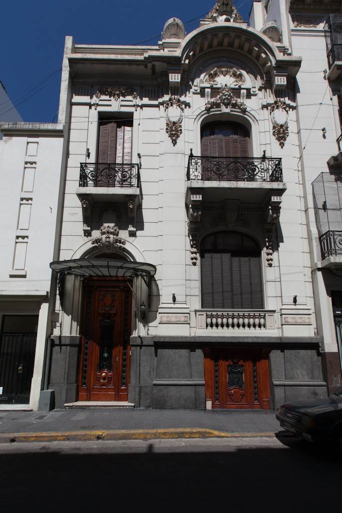 2. Single Family Home 为 销售 在 Enchanting~Completely Refurbished Mansion - Great Feng Shui! San Telmo, Ciudad De Buenos Aires, 布宜诺斯艾利斯, 阿根廷