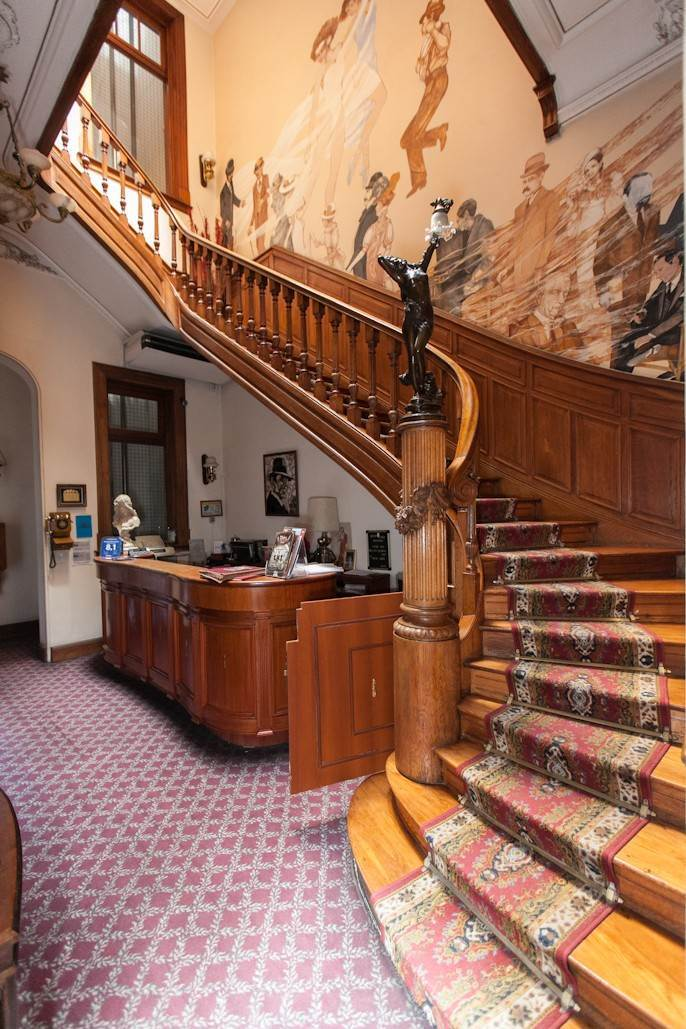 7. Single Family Home 为 销售 在 Enchanting~Completely Refurbished Mansion - Great Feng Shui! San Telmo, Ciudad De Buenos Aires, 布宜诺斯艾利斯, 阿根廷