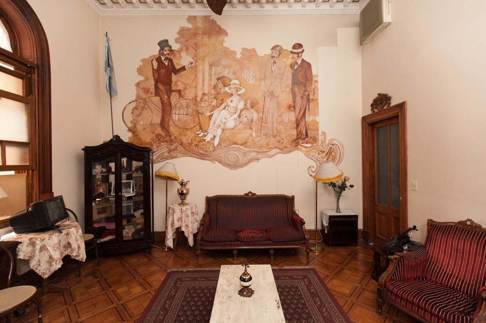 8. Single Family Home 为 销售 在 Enchanting~Completely Refurbished Mansion - Great Feng Shui! San Telmo, Ciudad De Buenos Aires, 布宜诺斯艾利斯, 阿根廷