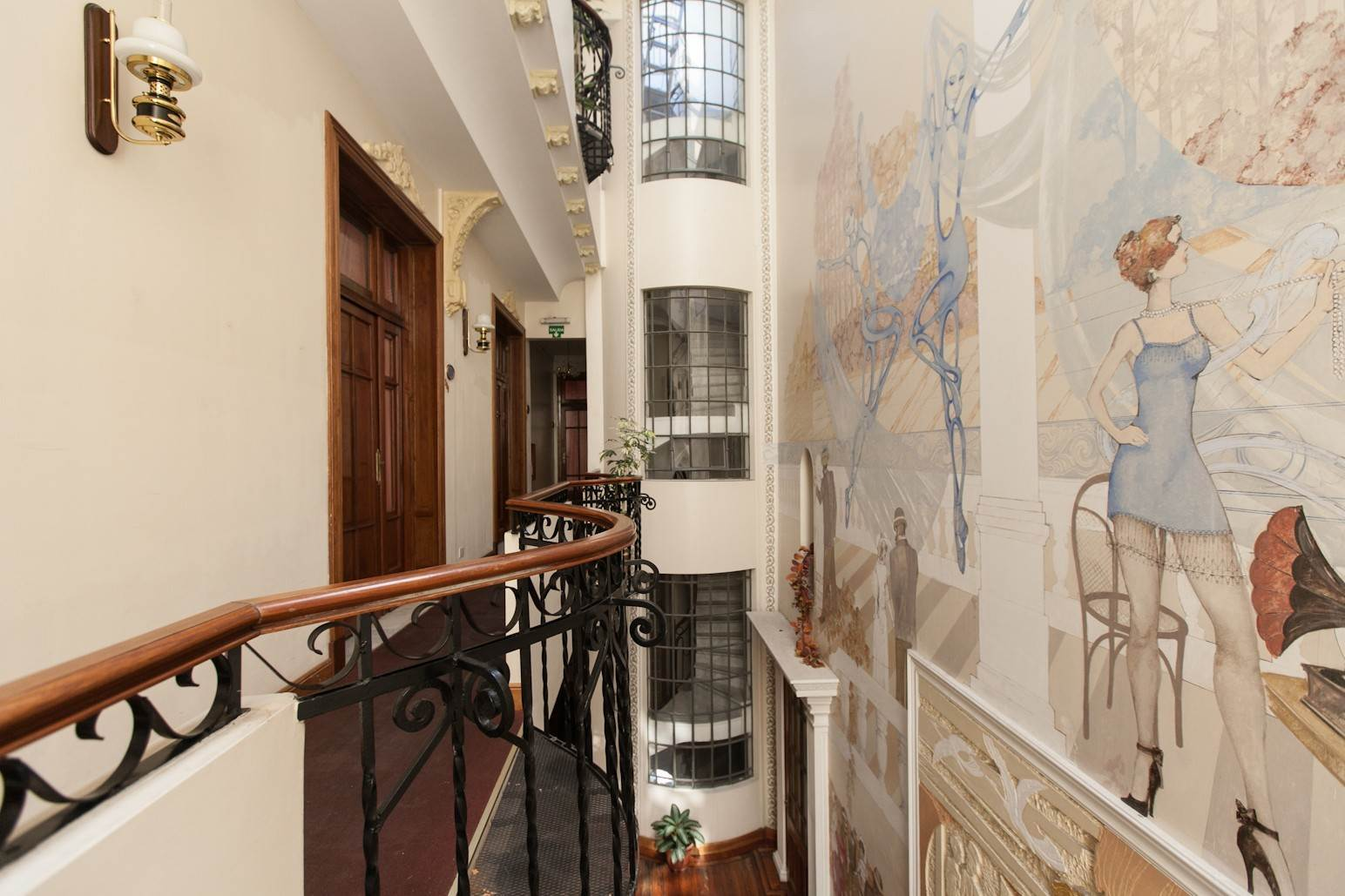 15. Single Family Home 为 销售 在 Enchanting~Completely Refurbished Mansion - Great Feng Shui! San Telmo, Ciudad De Buenos Aires, 布宜诺斯艾利斯, 阿根廷