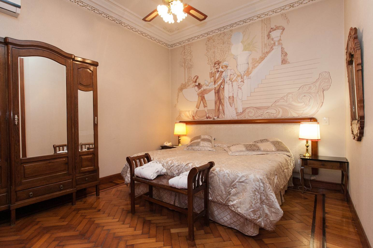 16. Single Family Home 为 销售 在 Enchanting~Completely Refurbished Mansion - Great Feng Shui! San Telmo, Ciudad De Buenos Aires, 布宜诺斯艾利斯, 阿根廷