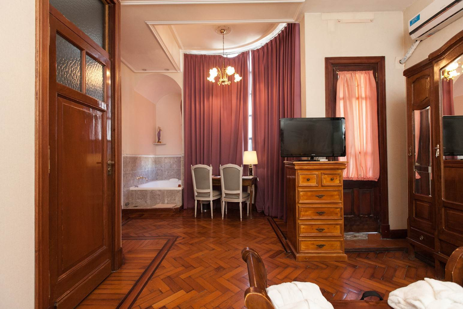 17. Single Family Home 为 销售 在 Enchanting~Completely Refurbished Mansion - Great Feng Shui! San Telmo, Ciudad De Buenos Aires, 布宜诺斯艾利斯, 阿根廷