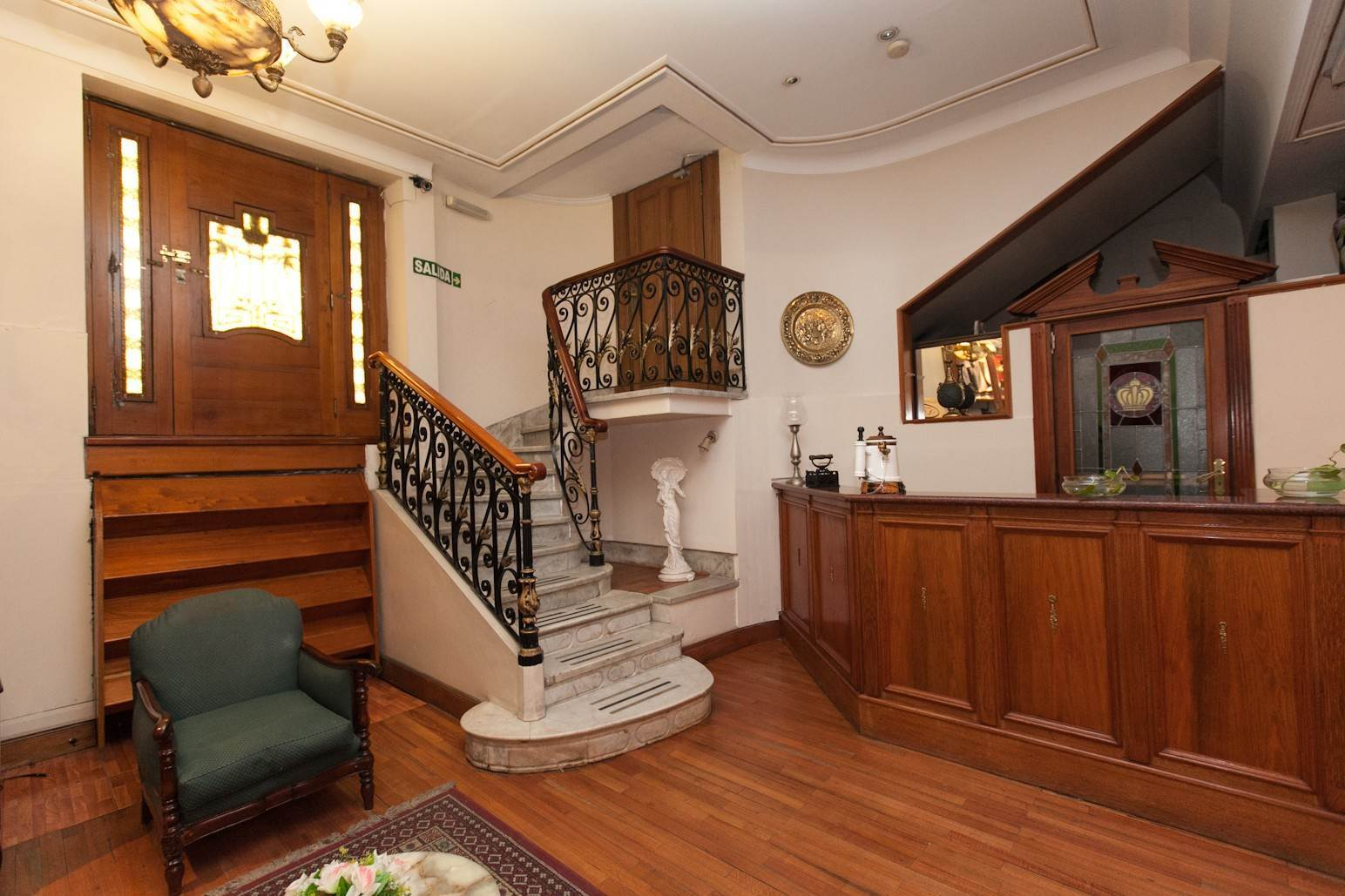 29. Single Family Home 为 销售 在 Enchanting~Completely Refurbished Mansion - Great Feng Shui! San Telmo, Ciudad De Buenos Aires, 布宜诺斯艾利斯, 阿根廷