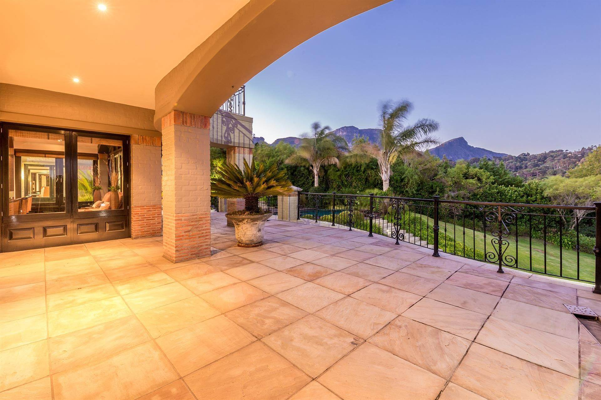 5. Estate for Sale at DISCREET LIFESTYLE FOR HIGH PROFILE INVESTORS Constantia, Western Cape,8001 South Africa