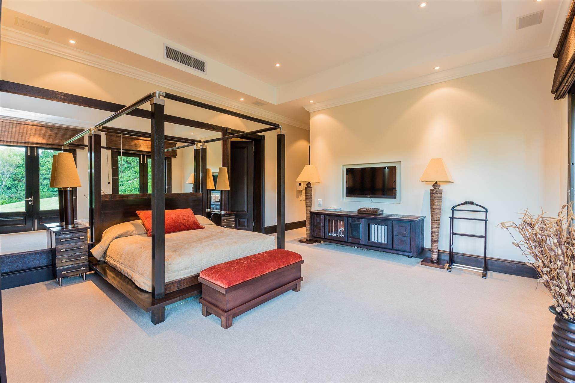 17. Estate for Sale at DISCREET LIFESTYLE FOR HIGH PROFILE INVESTORS Constantia, Western Cape,8001 South Africa