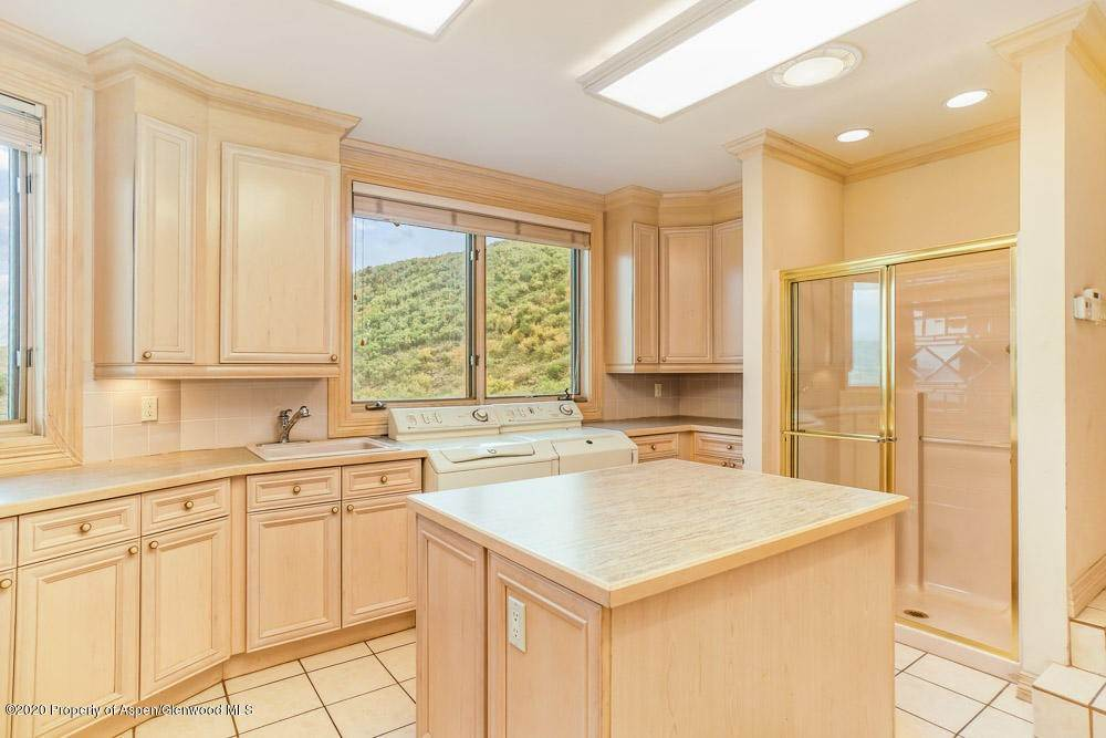 20. Single Family Home for Rent at 2438 Juniper Hill Road Aspen, Colorado,81611 United States