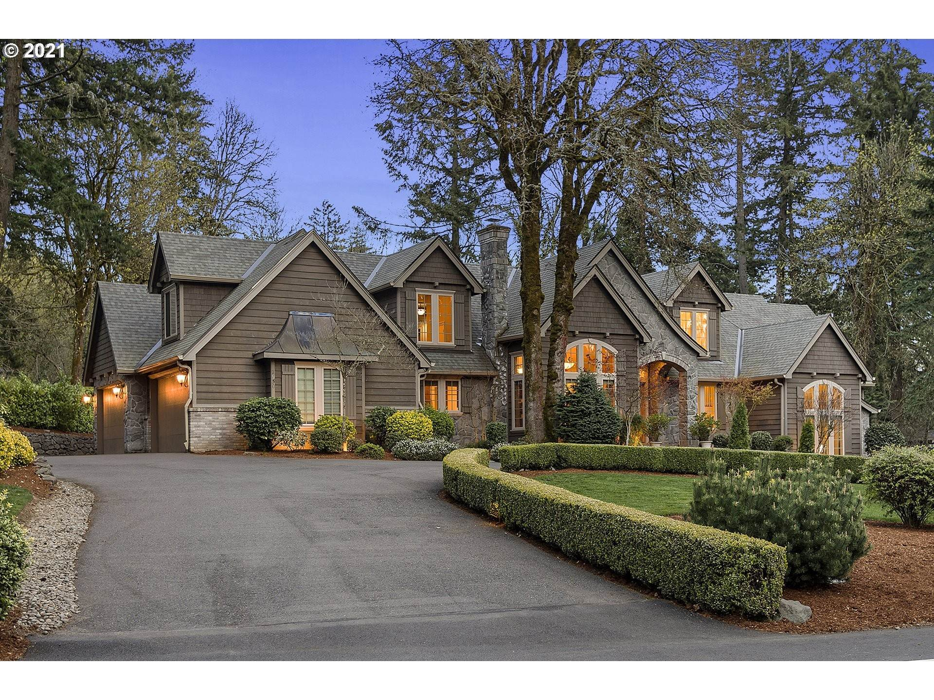 Single Family Home for Sale at 2950 WEMBLEY PARK RD Lake Oswego, Oregon,97034 United States