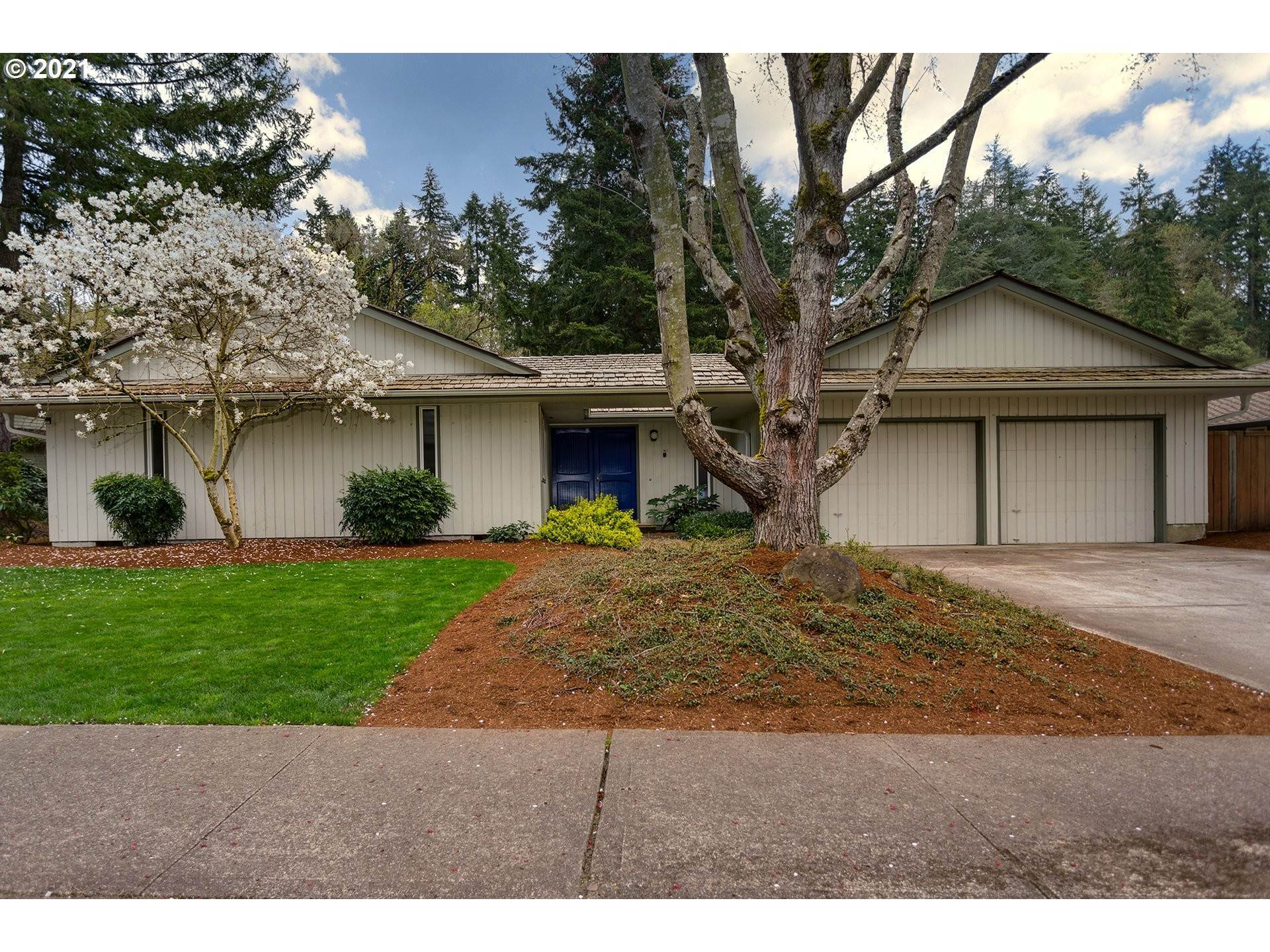 Single Family Home for Sale at 18041 CARDINAL DR Lake Oswego, Oregon,97034 United States