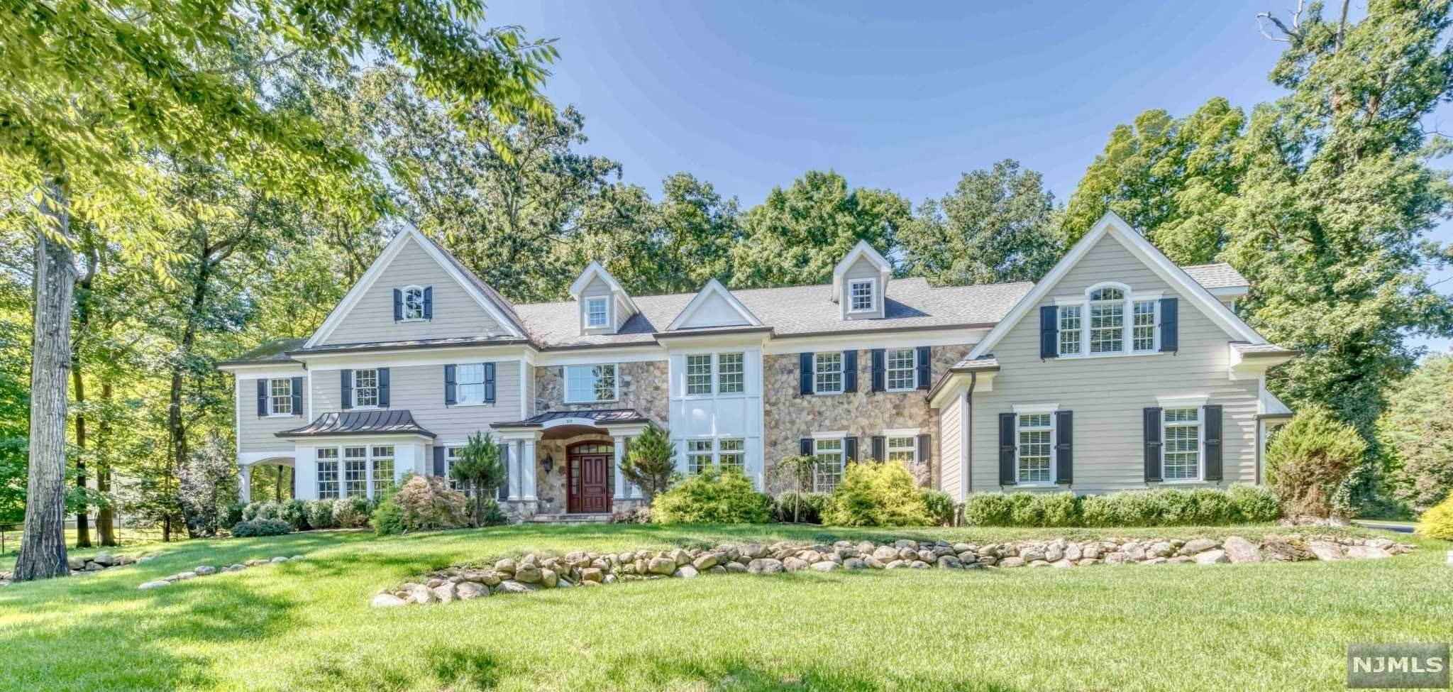 Single Family Home for Sale at 650 Dakota Trail Franklin Lakes, New Jersey,07417 United States