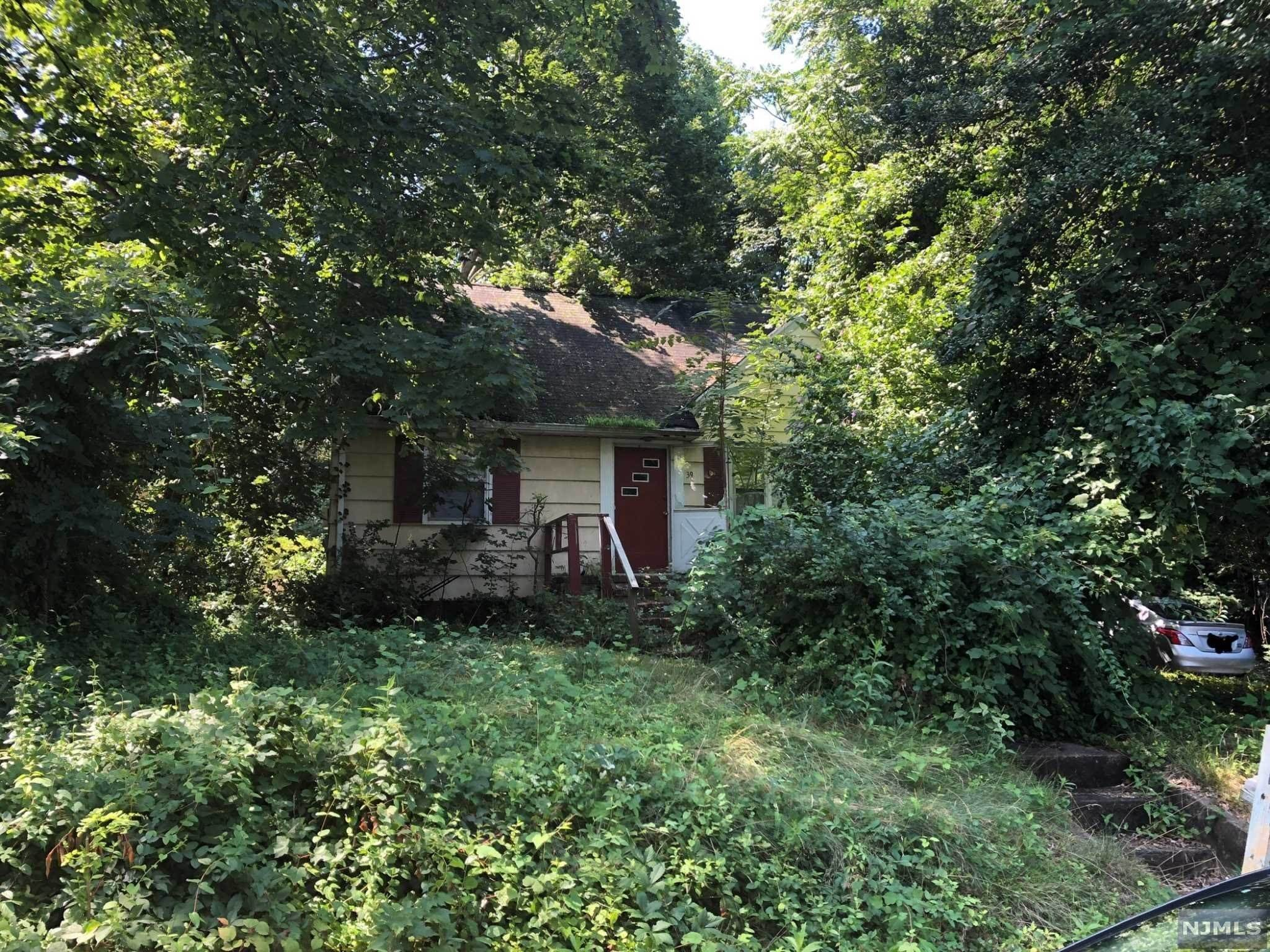Single Family Home for Sale at 39 Powell Avenue Middletown, New Jersey,07748 United States