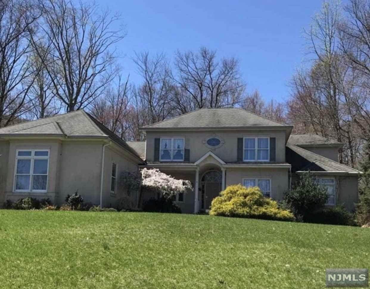 Single Family Home for Sale at 4 Split Rock Road North Haledon, New Jersey,07508 United States