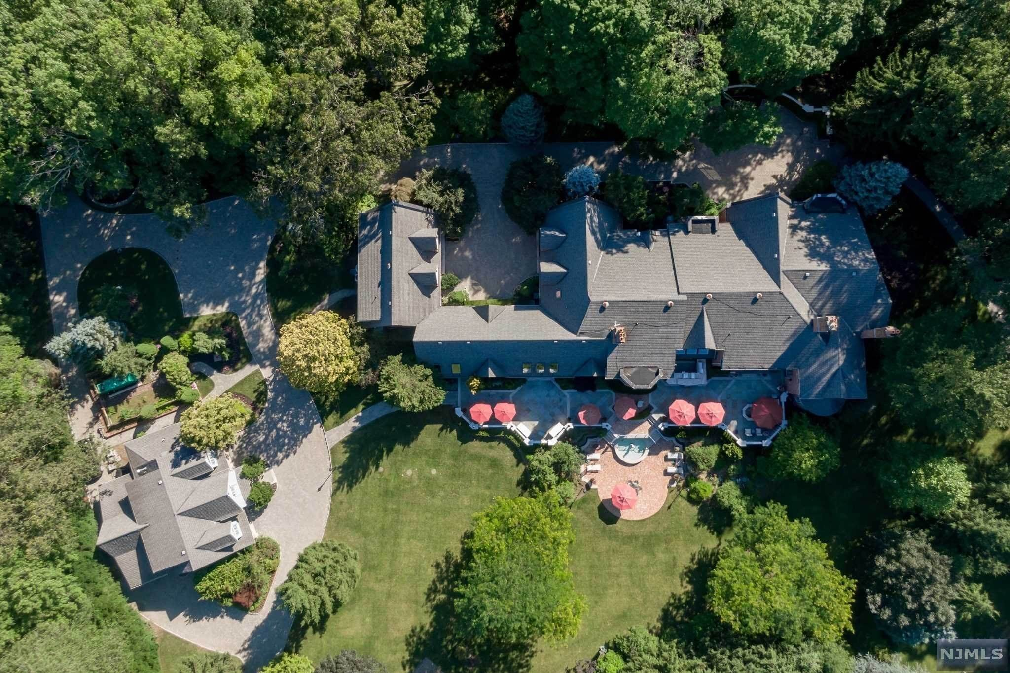 Single Family Home for Sale at 1055 High Mountain Road Franklin Lakes, New Jersey,07417 United States