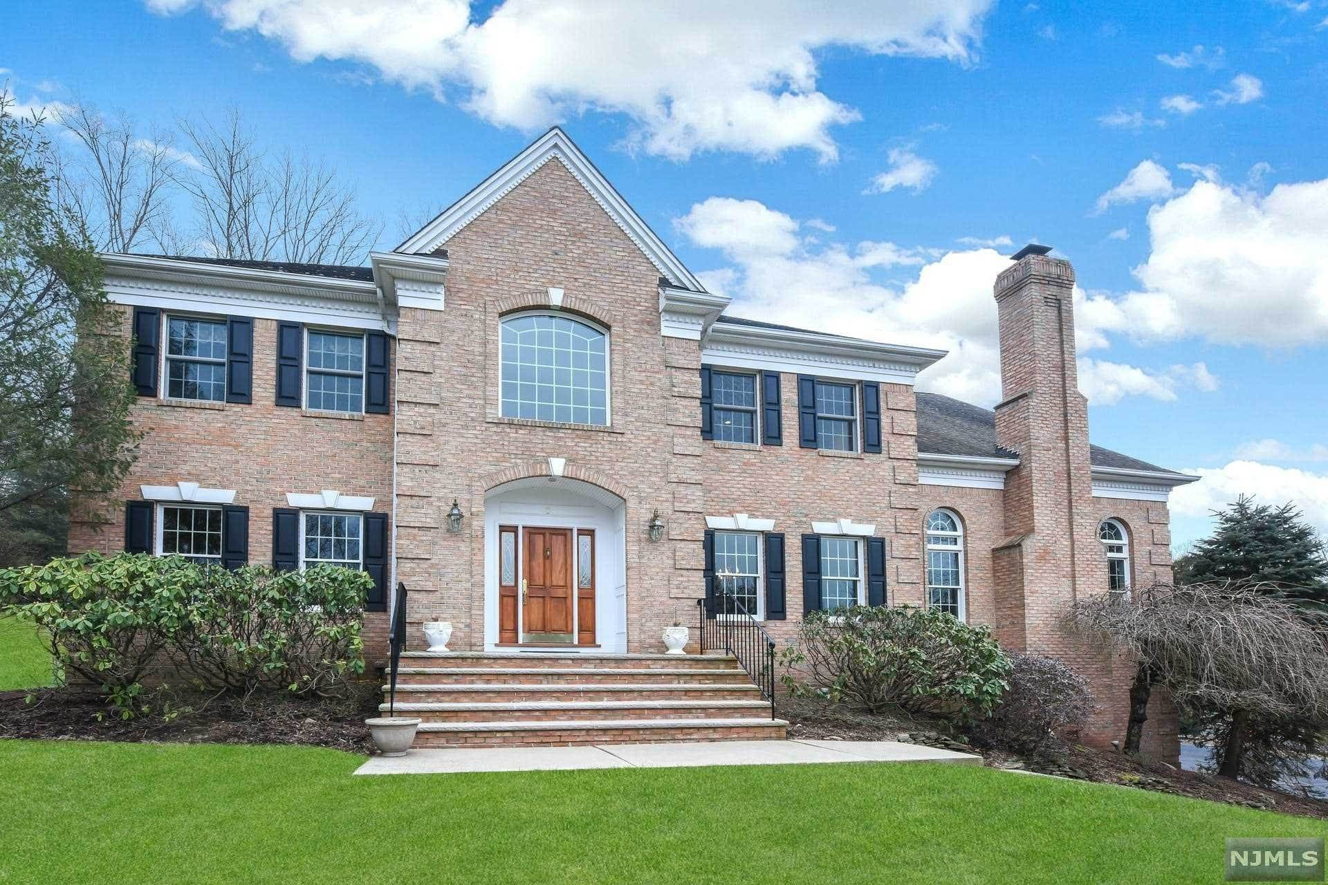 Single Family Home for Sale at 2 Kingsberry Court Upper Saddle River, New Jersey,07458 United States