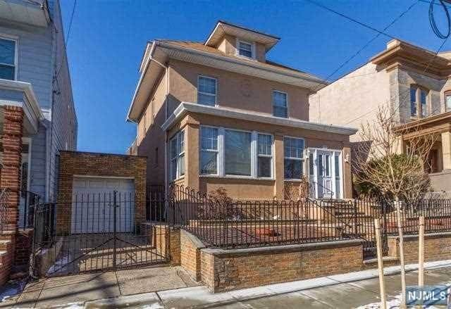 Single Family Home for Sale at 123 Hauxhurst Avenue Weehawken, New Jersey,07086 United States
