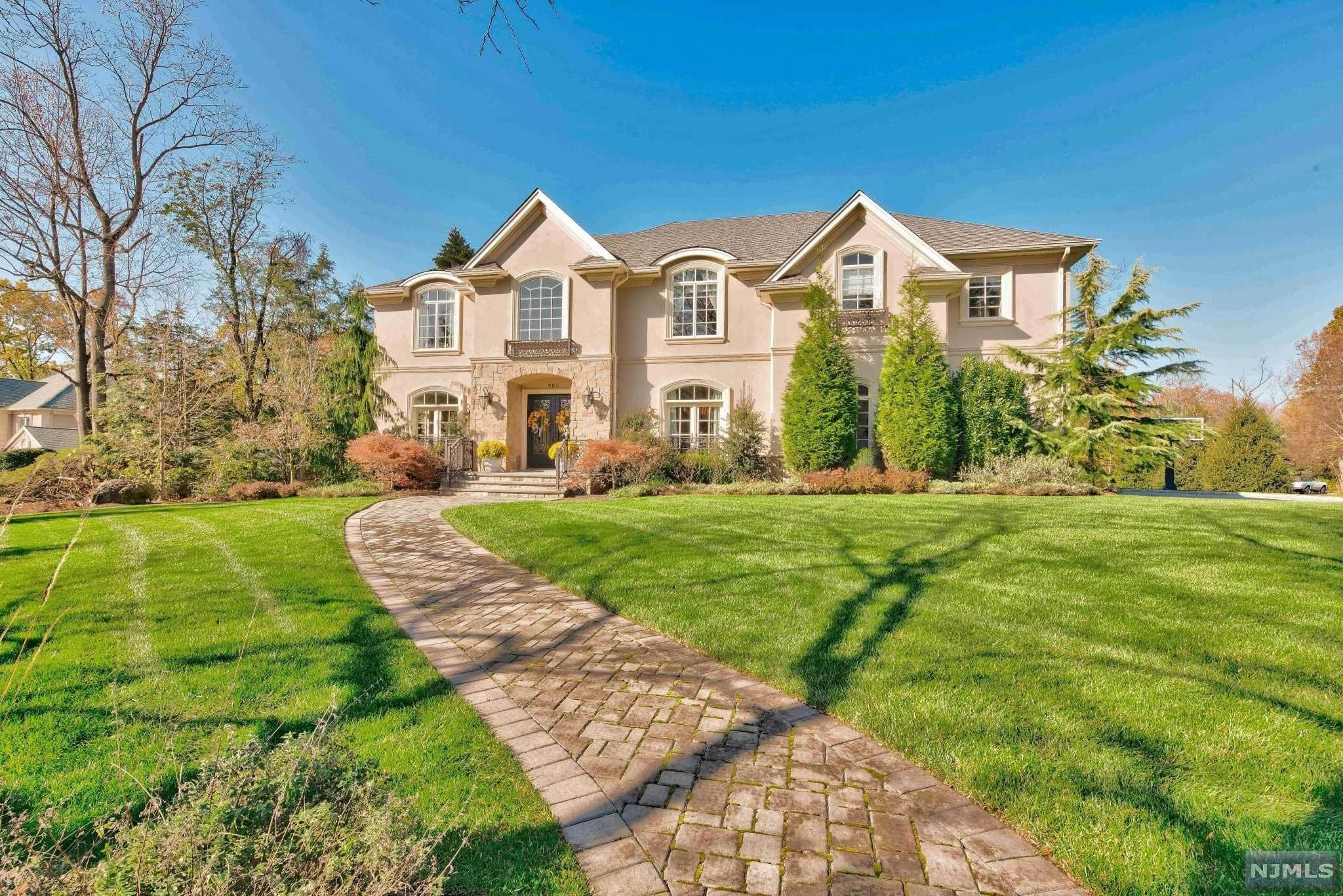 Single Family Home for Sale at 901 Pinecroft Court Franklin Lakes, New Jersey,07417 United States
