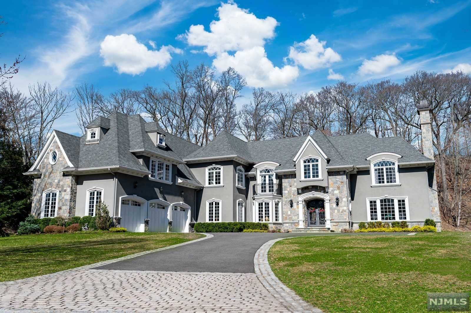 Single Family Home for Sale at 243 Glen Place Franklin Lakes, New Jersey,07417 United States