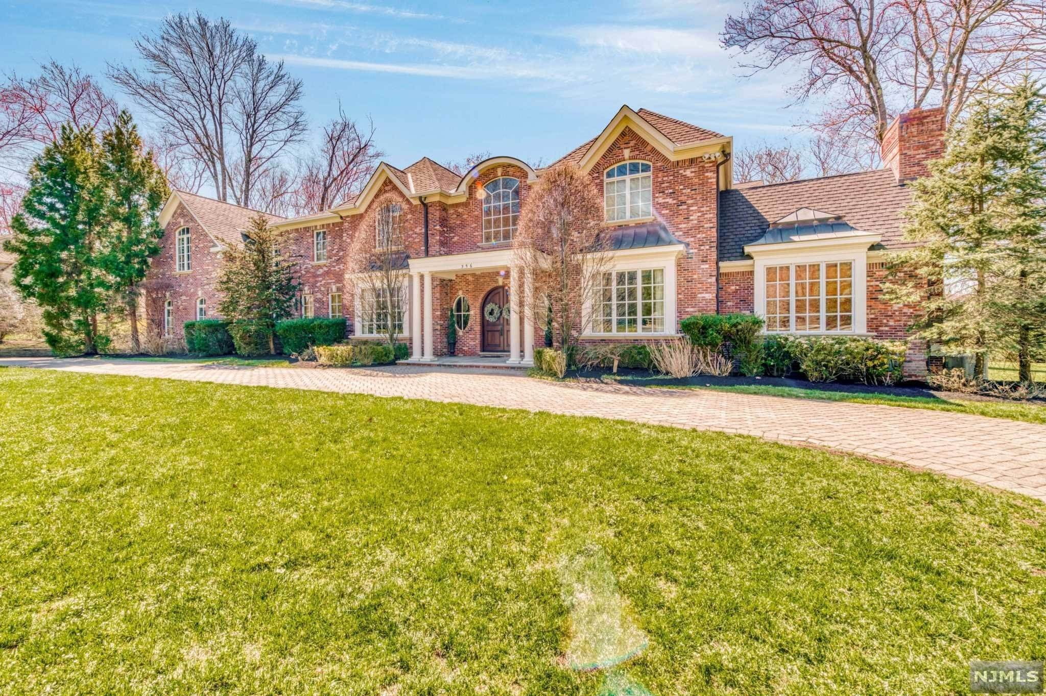 Single Family Home for Sale at 356 Indian Trail Drive Franklin Lakes, New Jersey,07417 United States