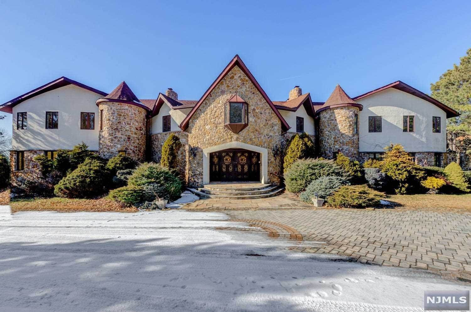 Single Family Home for Sale at 10 Notch Hill Drive Livingston, New Jersey,07039 United States