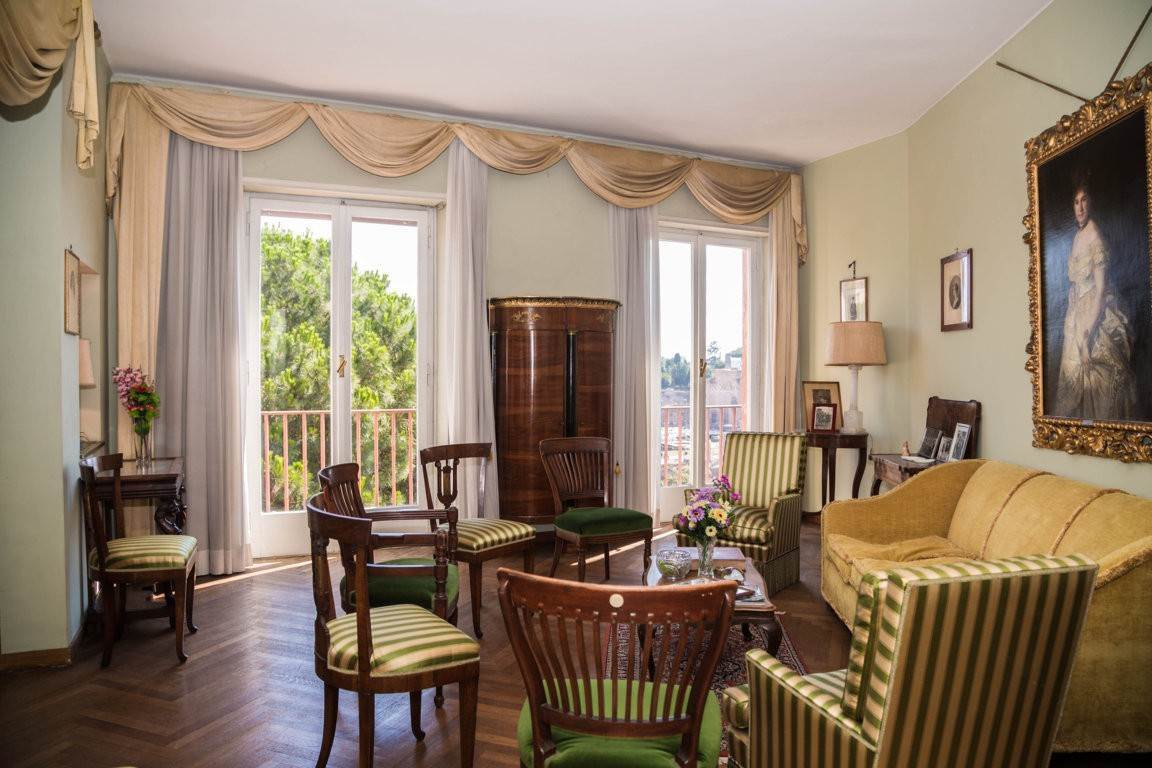 5. Apartamento por un Venta en Rome, prestigious apartment with breath-taking view of the Coliseum and the Ancient Rome Rome, Italia