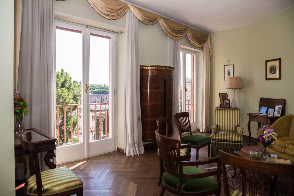 6. Apartamento por un Venta en Rome, prestigious apartment with breath-taking view of the Coliseum and the Ancient Rome Rome, Italia