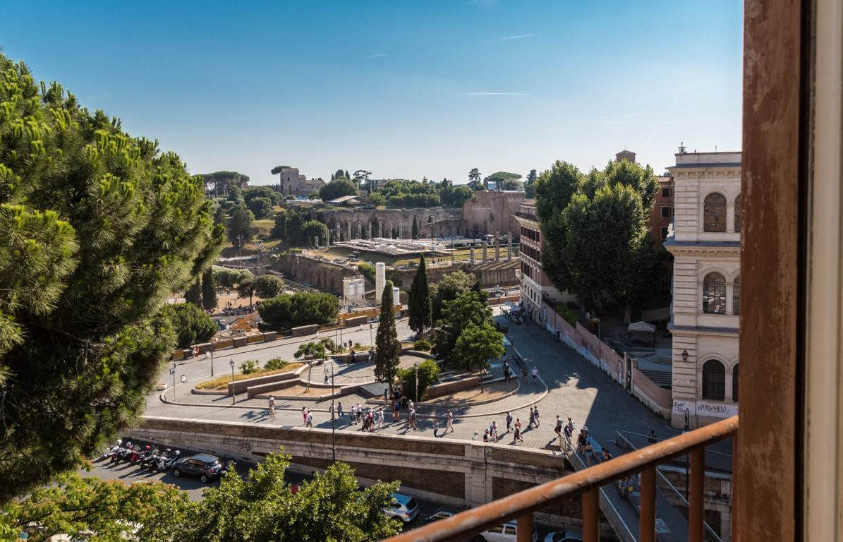 13. Apartamento por un Venta en Rome, prestigious apartment with breath-taking view of the Coliseum and the Ancient Rome Rome, Italia