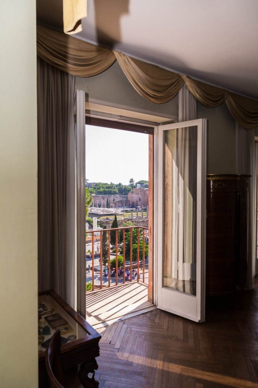 14. Apartamento por un Venta en Rome, prestigious apartment with breath-taking view of the Coliseum and the Ancient Rome Rome, Italia