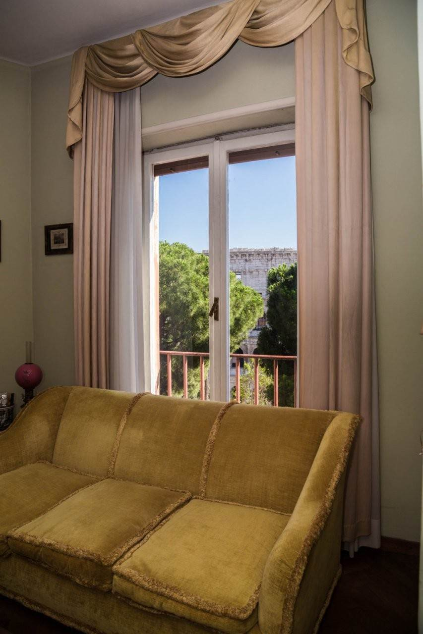 15. Apartamento por un Venta en Rome, prestigious apartment with breath-taking view of the Coliseum and the Ancient Rome Rome, Italia