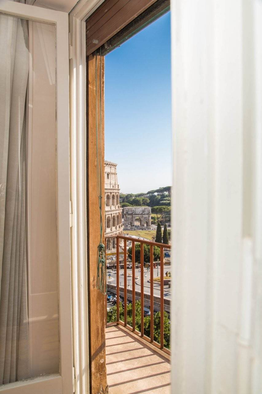 18. Apartamento por un Venta en Rome, prestigious apartment with breath-taking view of the Coliseum and the Ancient Rome Rome, Italia