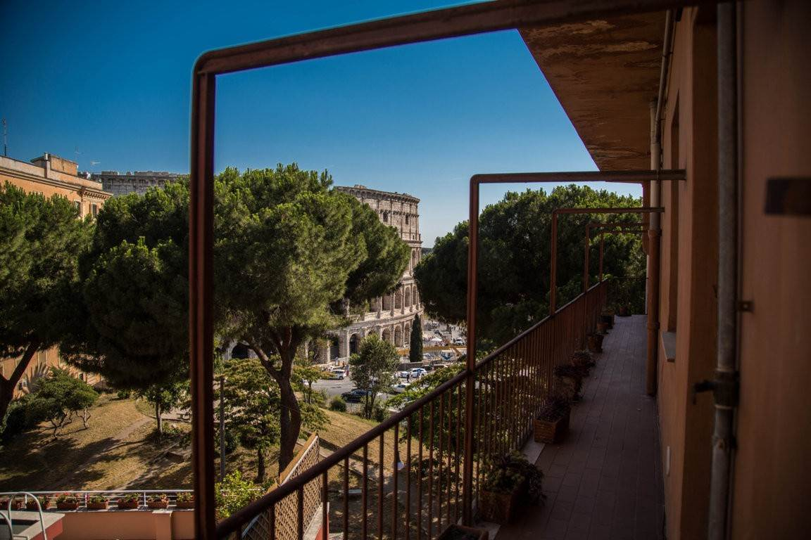 26. Apartamento por un Venta en Rome, prestigious apartment with breath-taking view of the Coliseum and the Ancient Rome Rome, Italia