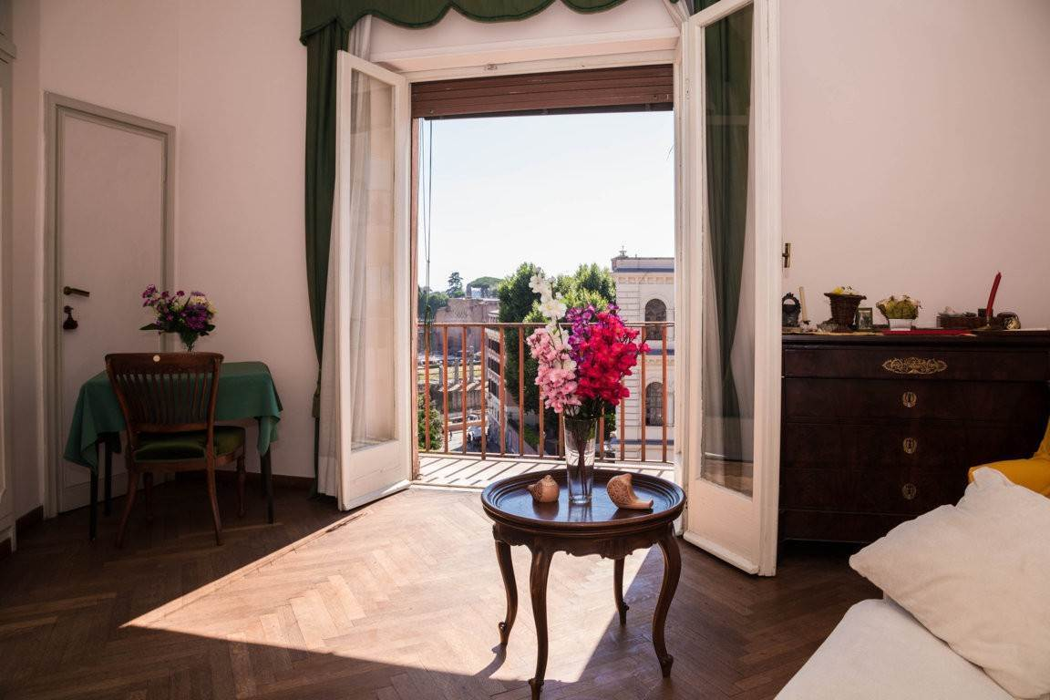 28. Apartamento por un Venta en Rome, prestigious apartment with breath-taking view of the Coliseum and the Ancient Rome Rome, Italia