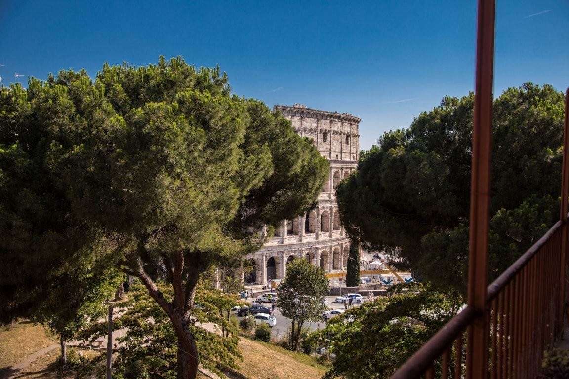29. Apartamento por un Venta en Rome, prestigious apartment with breath-taking view of the Coliseum and the Ancient Rome Rome, Italia