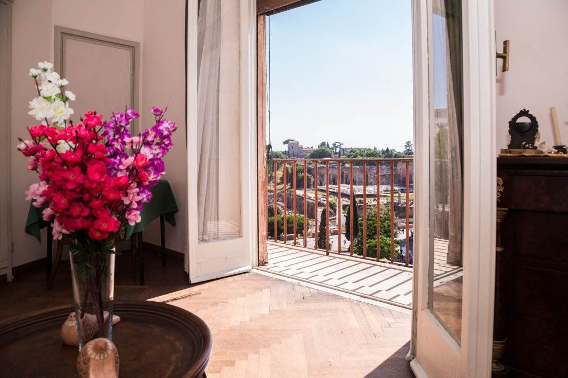 31. Apartamento por un Venta en Rome, prestigious apartment with breath-taking view of the Coliseum and the Ancient Rome Rome, Italia