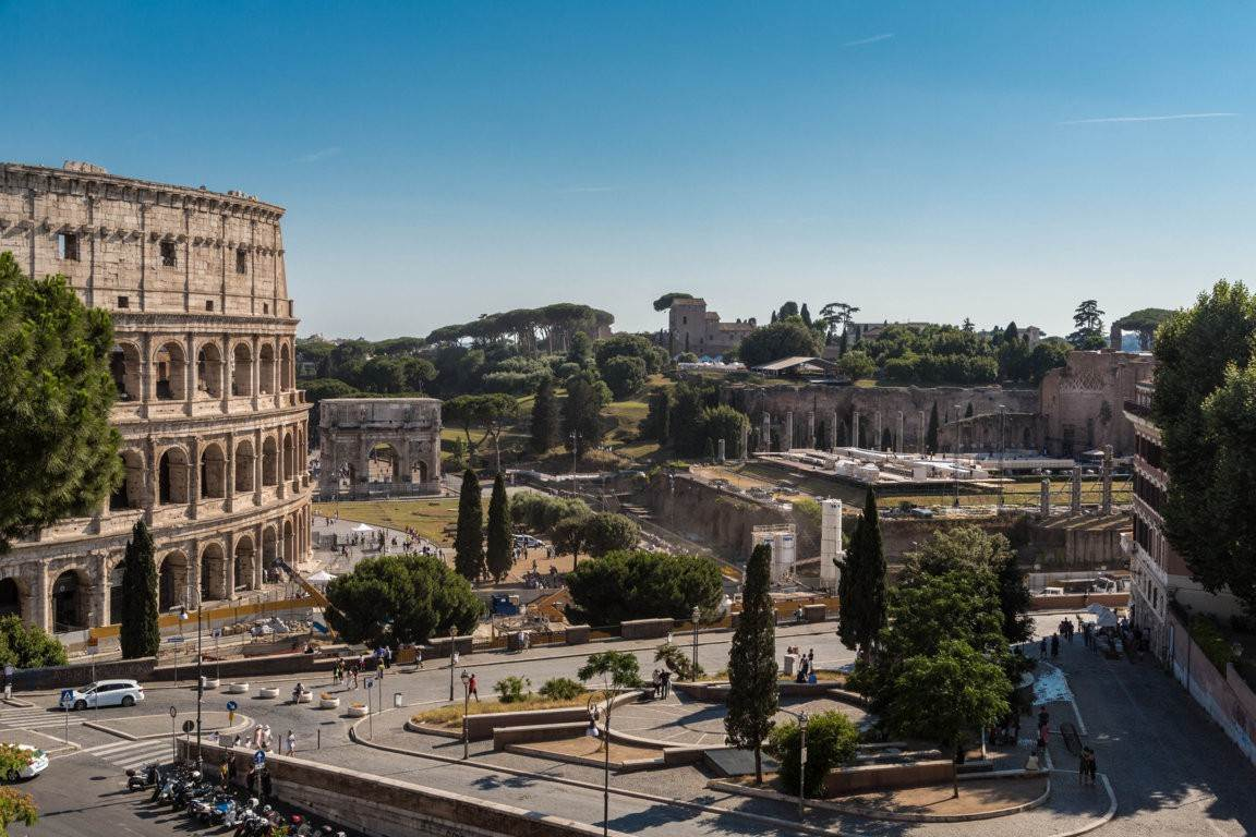 35. Apartamento por un Venta en Rome, prestigious apartment with breath-taking view of the Coliseum and the Ancient Rome Rome, Italia