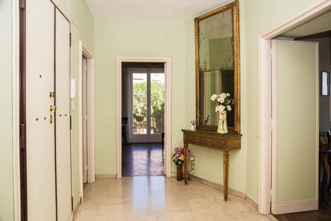 36. Apartamento por un Venta en Rome, prestigious apartment with breath-taking view of the Coliseum and the Ancient Rome Rome, Italia
