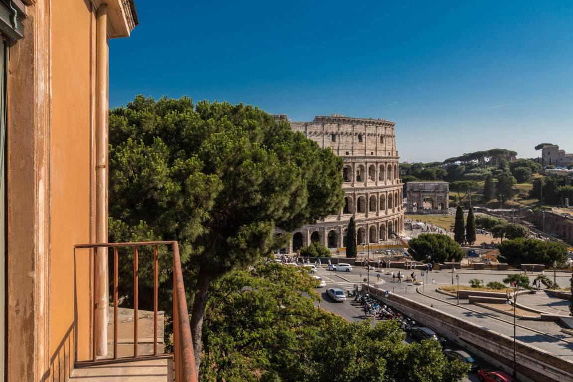 47. Apartamento por un Venta en Rome, prestigious apartment with breath-taking view of the Coliseum and the Ancient Rome Rome, Italia