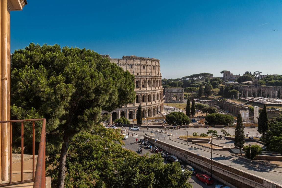 48. Apartamento por un Venta en Rome, prestigious apartment with breath-taking view of the Coliseum and the Ancient Rome Rome, Italia