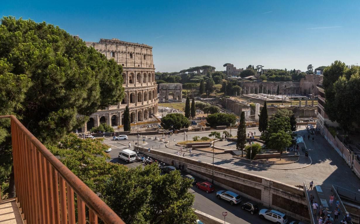 49. Apartamento por un Venta en Rome, prestigious apartment with breath-taking view of the Coliseum and the Ancient Rome Rome, Italia