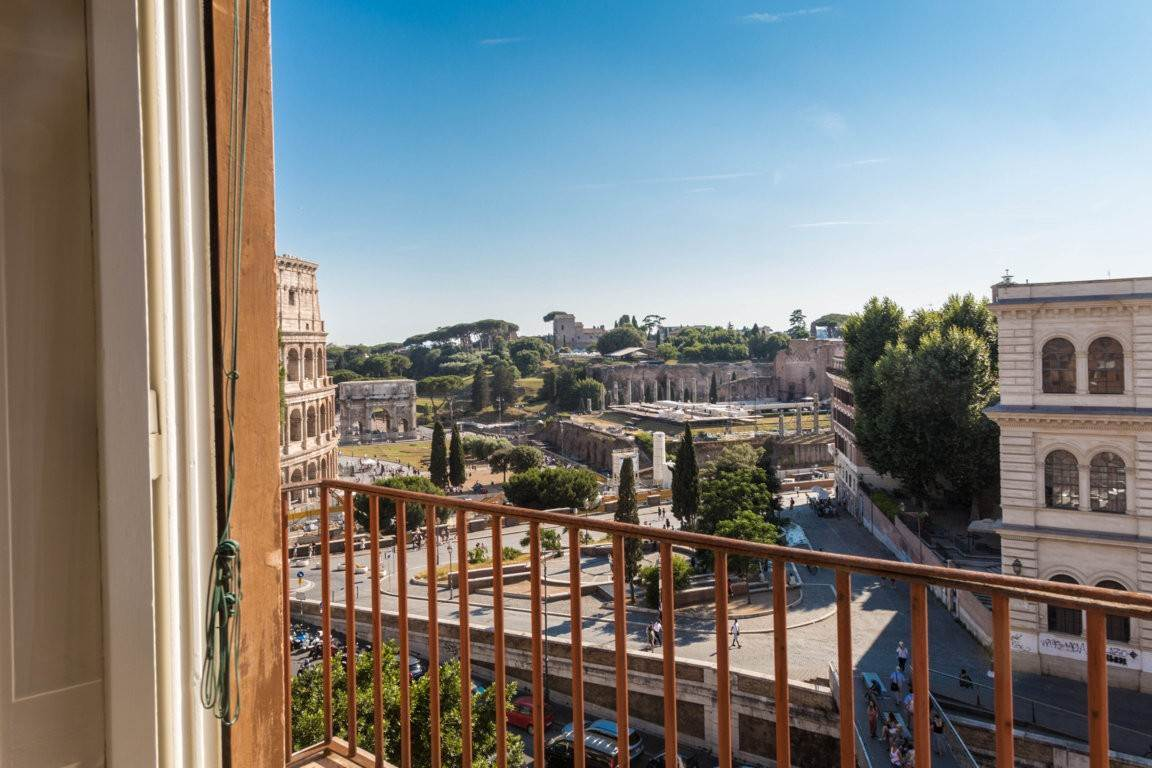 50. Apartamento por un Venta en Rome, prestigious apartment with breath-taking view of the Coliseum and the Ancient Rome Rome, Italia