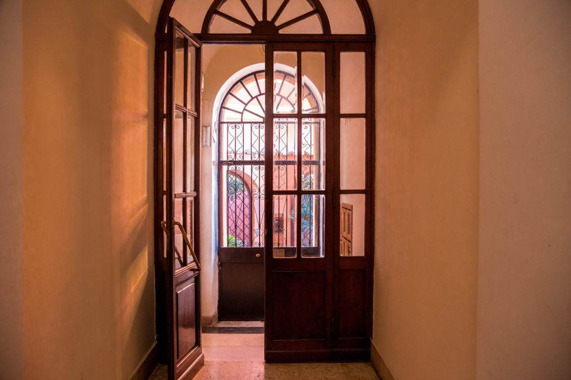 52. Apartamento por un Venta en Rome, prestigious apartment with breath-taking view of the Coliseum and the Ancient Rome Rome, Italia