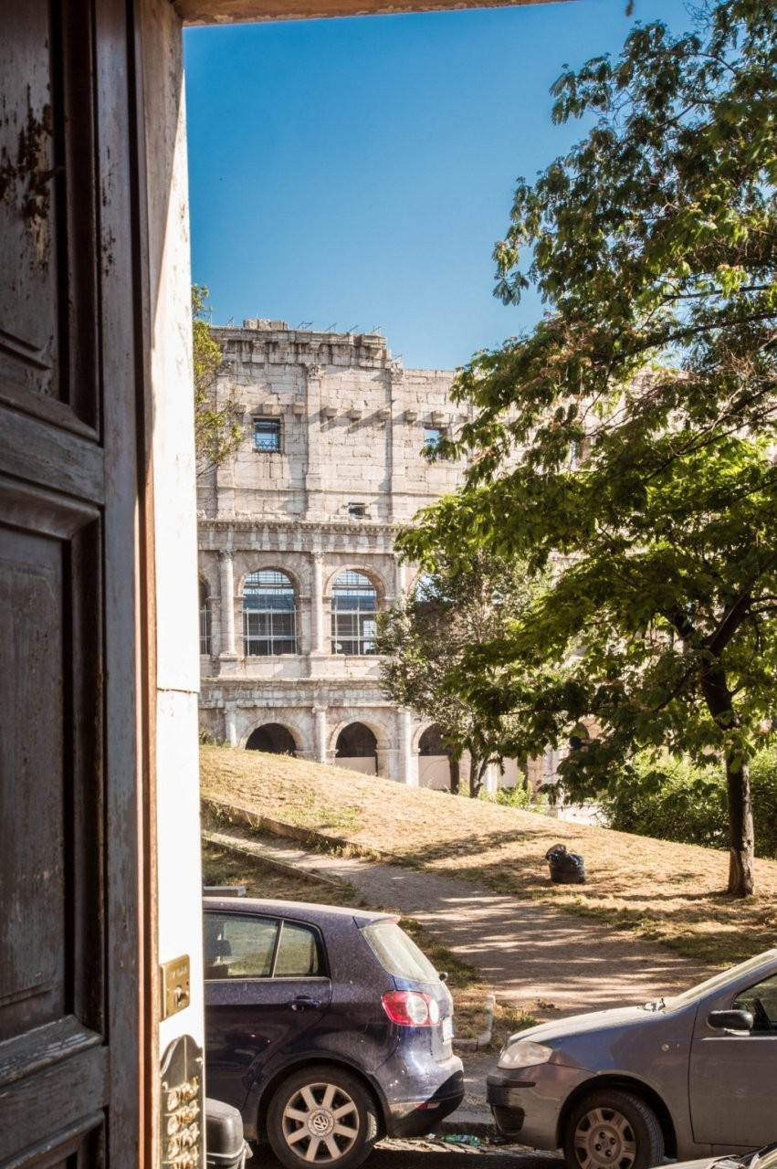 54. Apartamento por un Venta en Rome, prestigious apartment with breath-taking view of the Coliseum and the Ancient Rome Rome, Italia