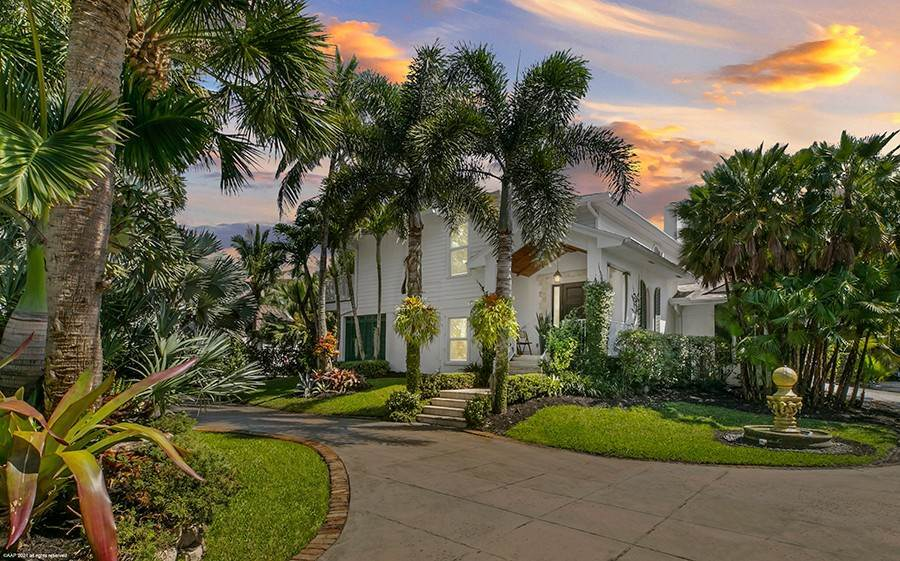 Single Family Home for Sale at UP-TO-DATE SPACES AND PRIVATE PLACES Jupiter Island, Florida,33455 United States