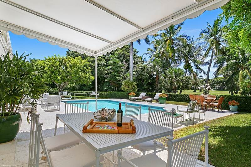 19. Single Family Home pour l à vendre à PENDING Stately Bermuda Home Creates a Beautiful Environment Jupiter Island, Floride,33455 États-Unis