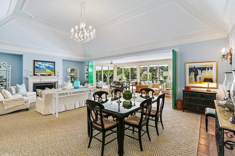 7. Single Family Home pour l à vendre à PENDING Stately Bermuda Home Creates a Beautiful Environment Jupiter Island, Floride,33455 États-Unis