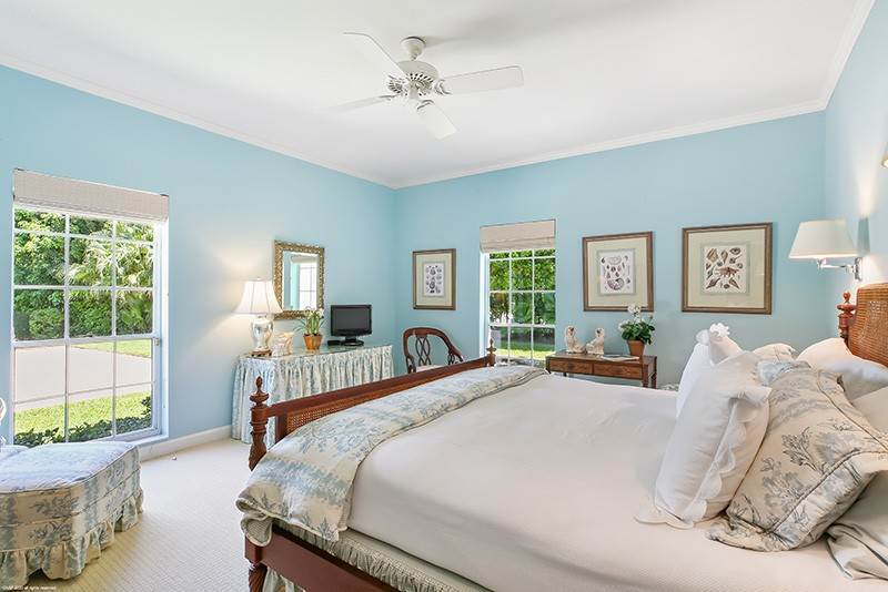 21. Single Family Home pour l à vendre à PENDING Stately Bermuda Home Creates a Beautiful Environment Jupiter Island, Floride,33455 États-Unis