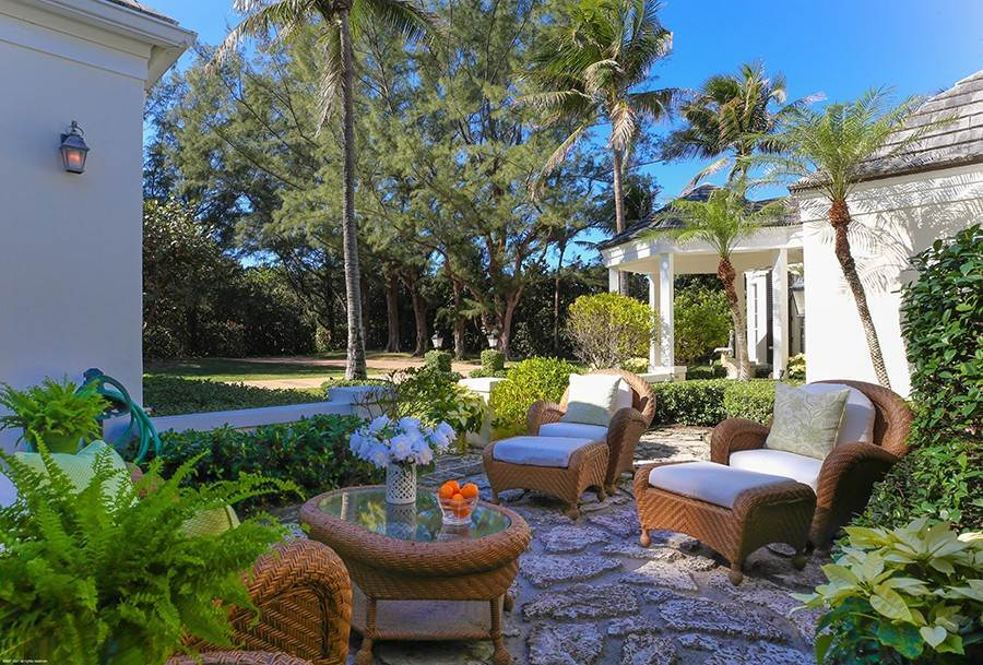 9. Single Family Home para Venda às Splendid Jupiter Island Oceanfront Jupiter Island, Florida,33455 Estados Unidos