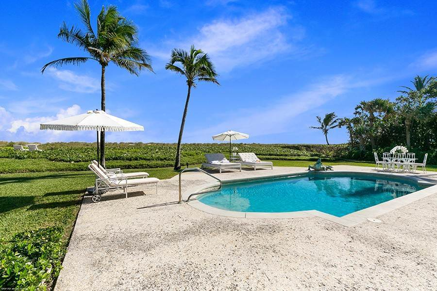 30. Single Family Home para Venda às Splendid Jupiter Island Oceanfront Jupiter Island, Florida,33455 Estados Unidos