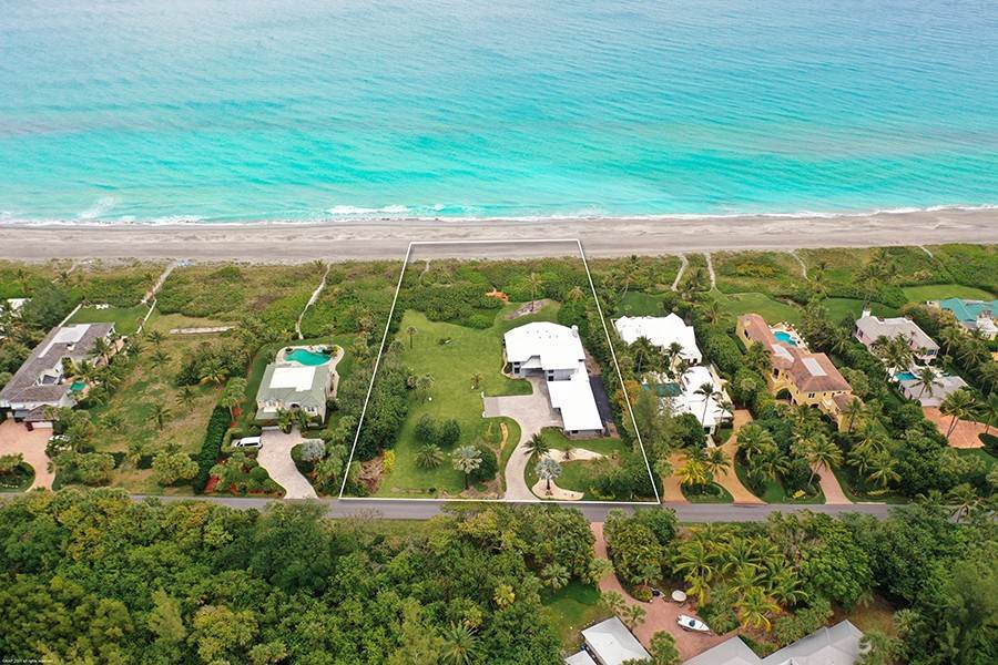 3. Single Family Home のために 売買 アット INTRIGUING OPPORTUNITIES AWAIT! Jupiter Island, フロリダ,33455 アメリカ