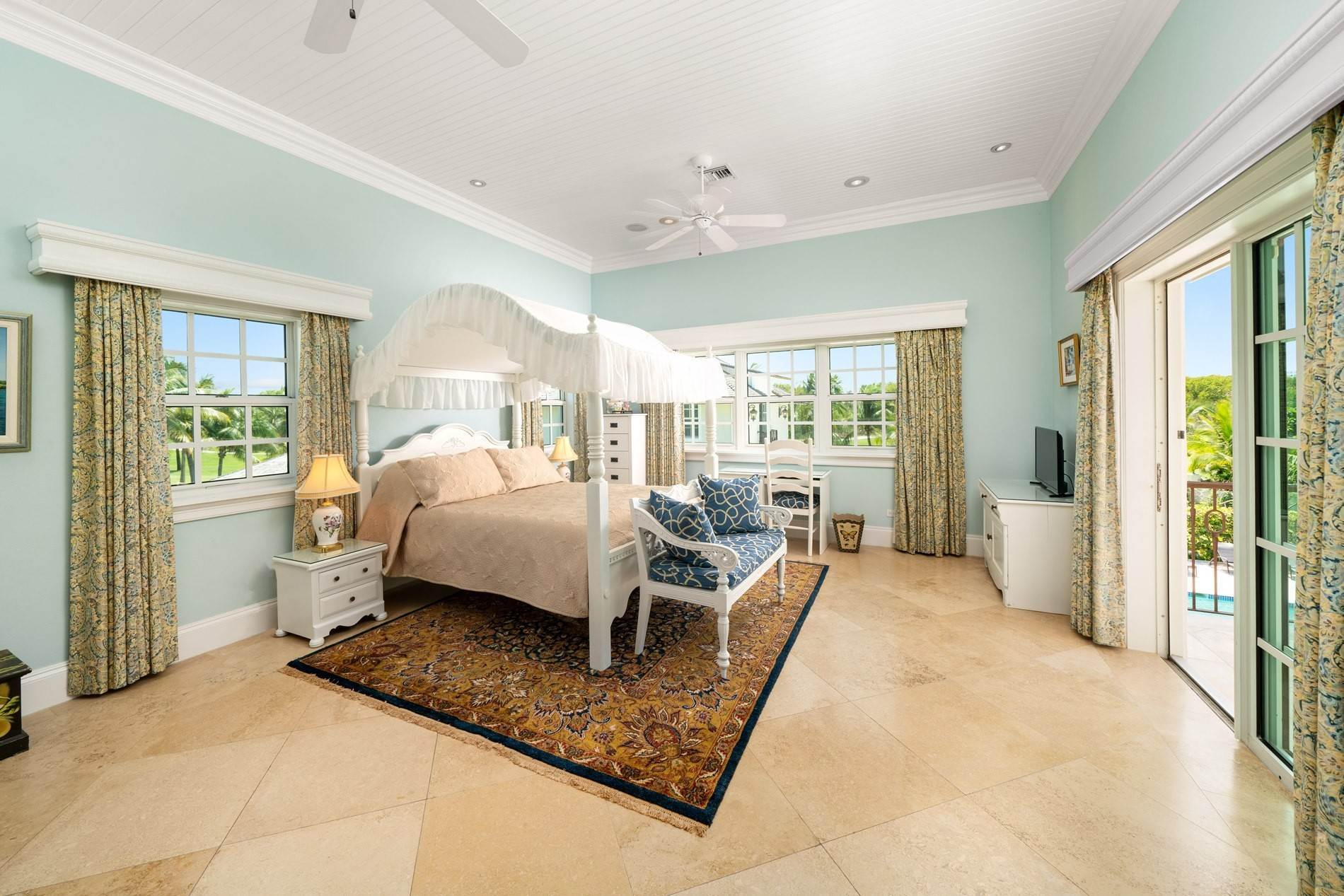 15. Single Family Home for Sale at Grand Ocean Club Home with Two Cottages Nassau New Providence And Vicinity